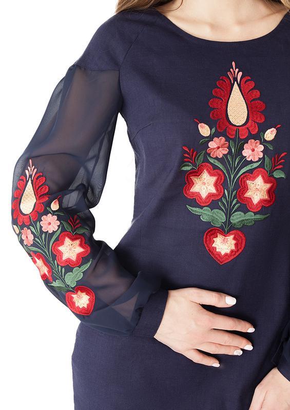 Женское платье с вышивкой - Фото 2