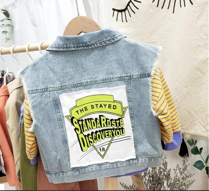 ????стильная джинсовая жилетка.