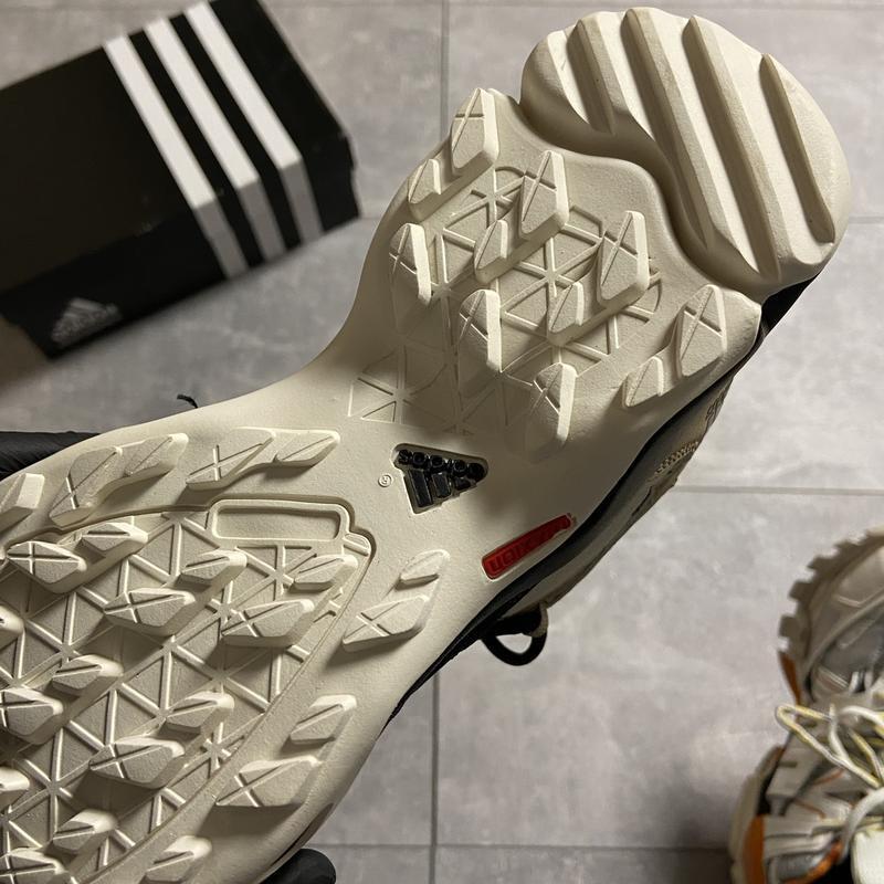 Мужские кроссовки adidas terrex ax3 beige/black. - Фото 2