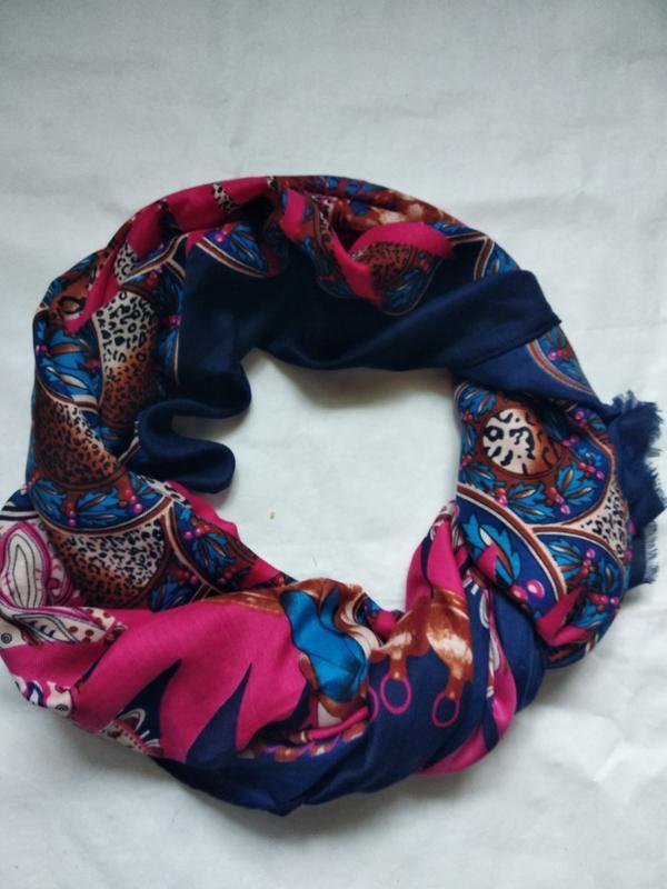 Яркий платок палантин шарф
