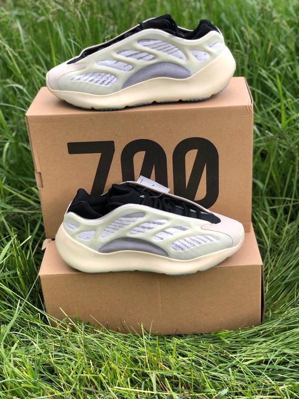 Adidas yeezy boost 700 v3 beige black мужские стильные кроссовки - Фото 4