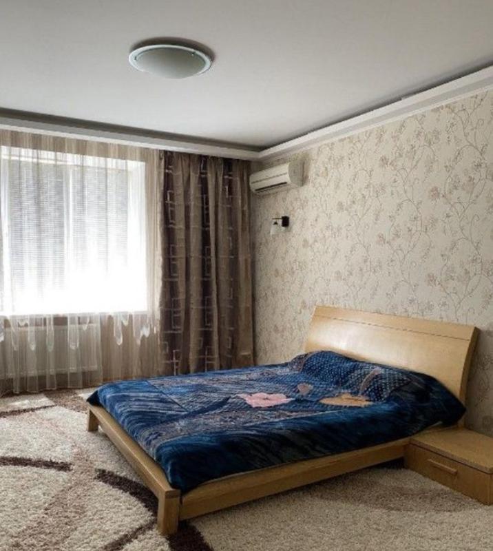 Продам просторную 1-но комнатную с ремонтом на Комитетской