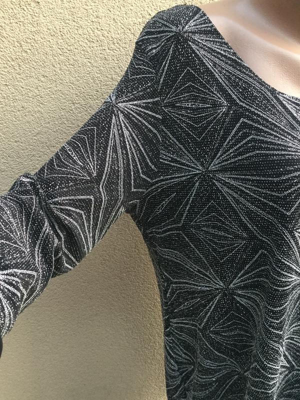Красивое,вечернее платье серебристым,блестящим принтом,открыта... - Фото 2