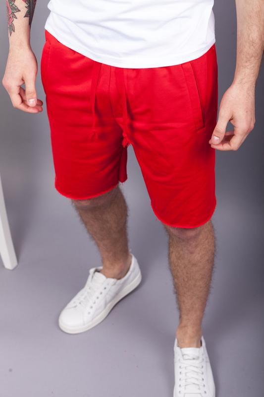 Стильные мужские красные шорты