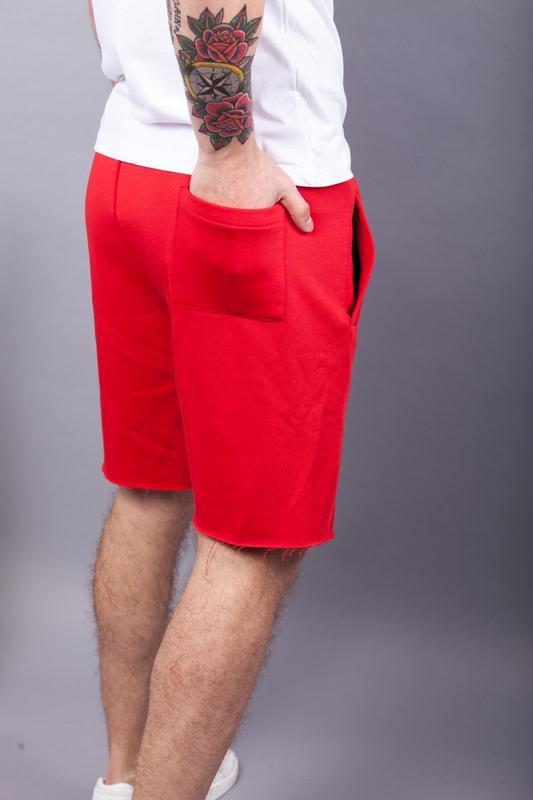 Стильные мужские красные шорты - Фото 4