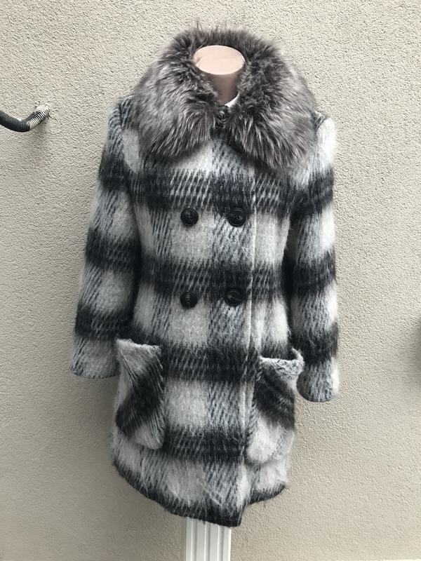 Шерстяное,пушистое пальто(полу-пальто) в клетку с меховым,съем...