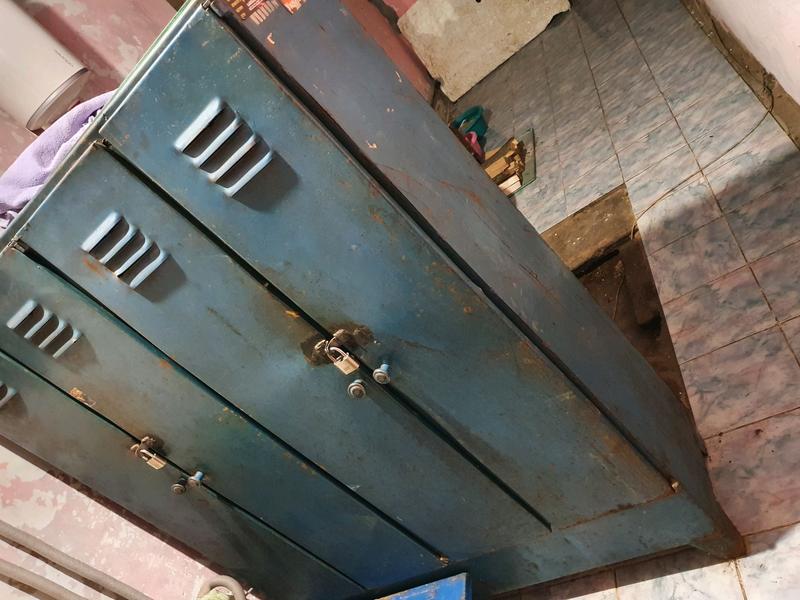 Шкаф металический