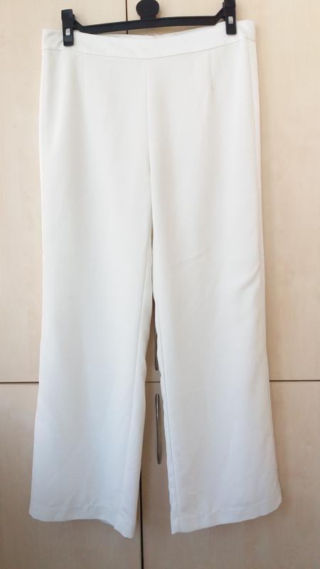 Широкие брюки с атласными лампасами