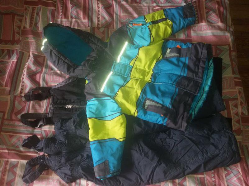 Продам зимний комбинезон куртка и 2 пары штанов 98 р.