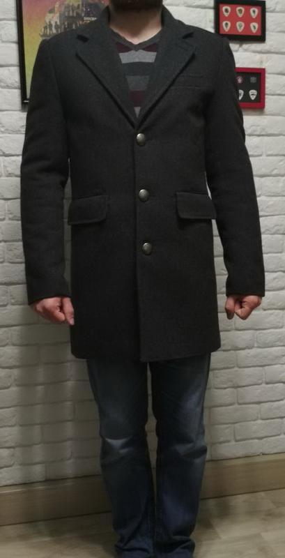 Мужское пальто бренда Cargo.