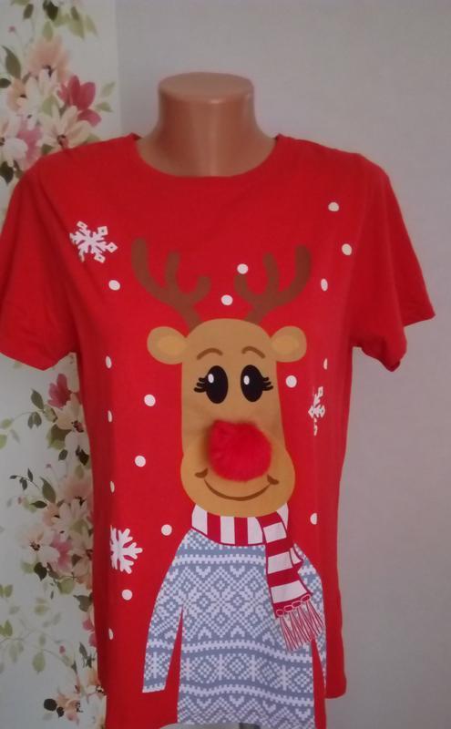 Веселая красная футболка с лосем