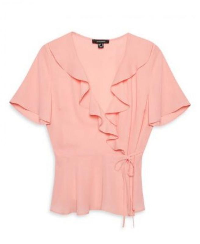 Нежно розовая блузка на запахе