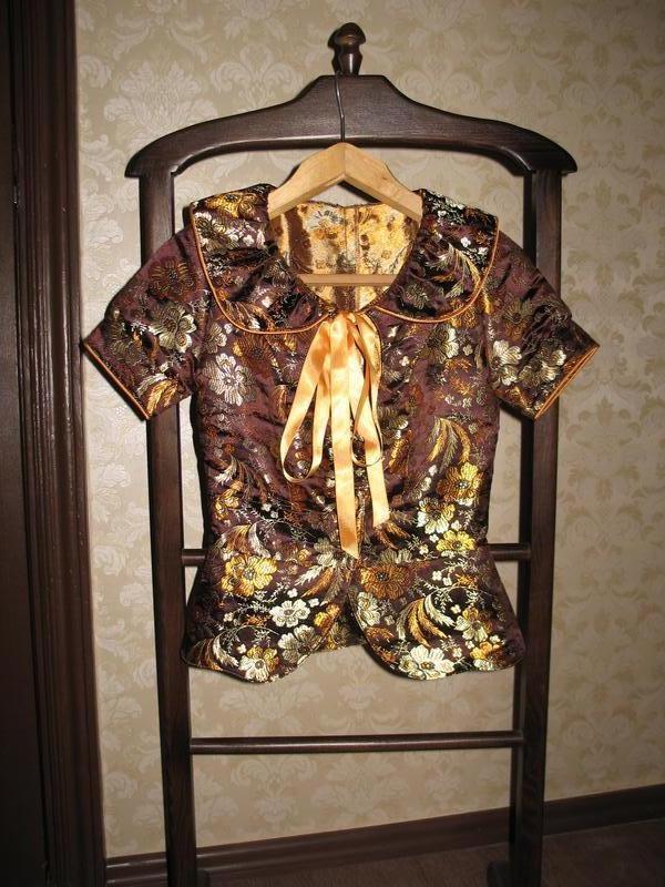 Жакардовый укороченый жакет с баской - Фото 2