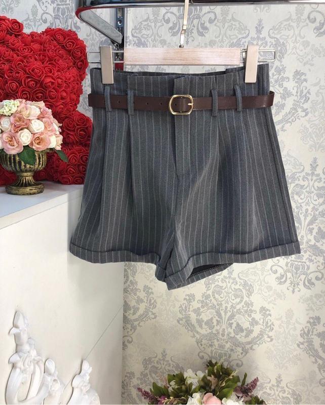 Классические шорты в полоску на осень