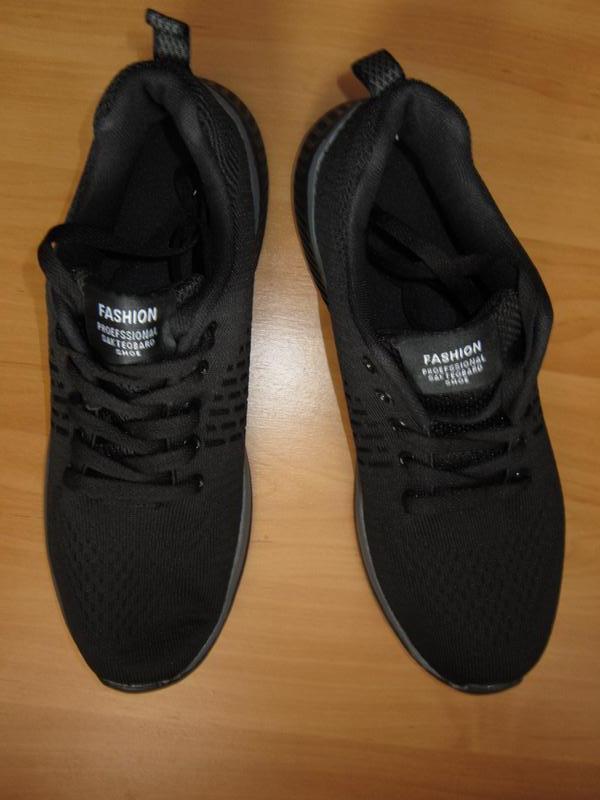 Черно-серые кроссовки дышащие на шнуровке