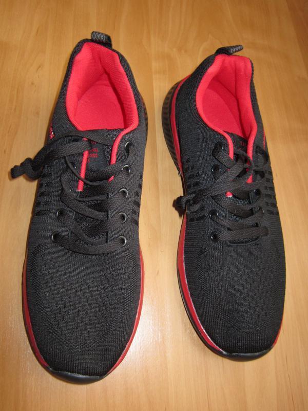 Черно-красные кроссовки дышащие на шнуровке