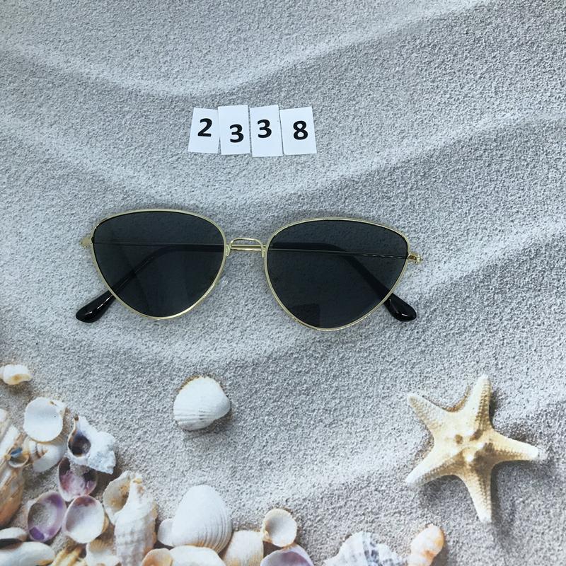 Черные очки в золотой оправе к. 2338