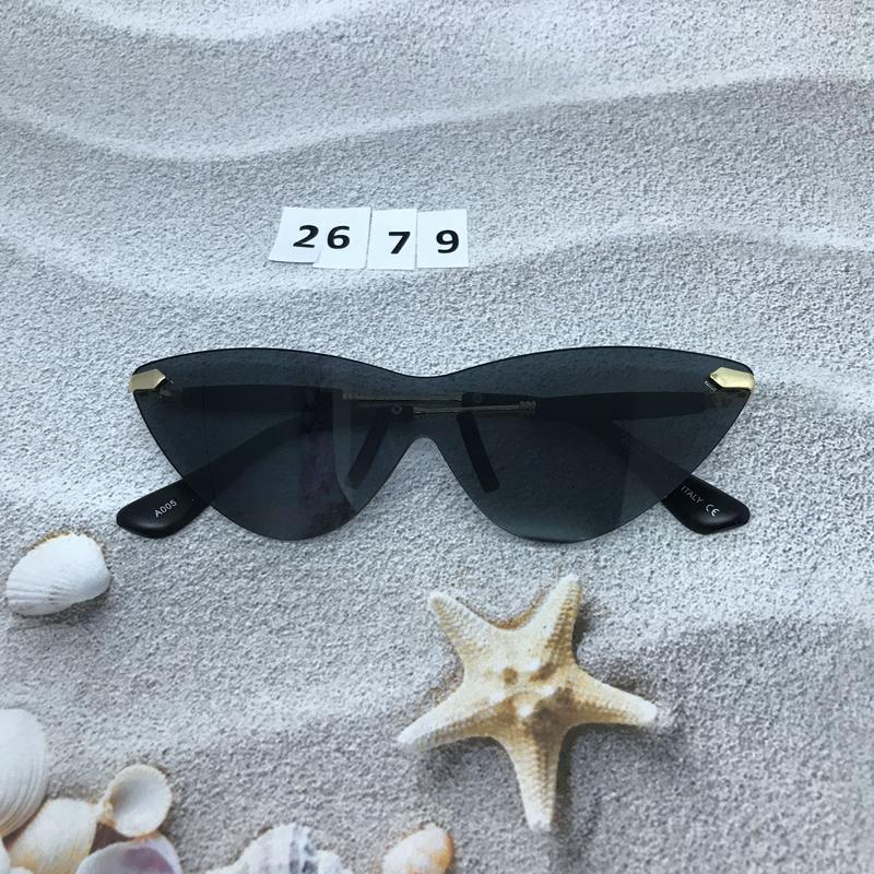 Стильные соллнцезащитные очки черные к. 2679