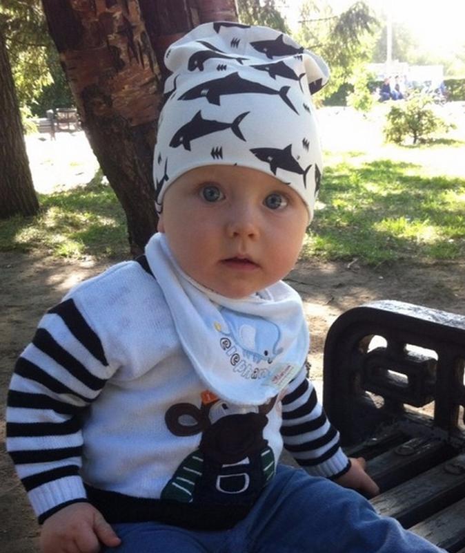 Детская шапка и хомут, демисезонный комплект: акулы на белом фоне - Фото 4