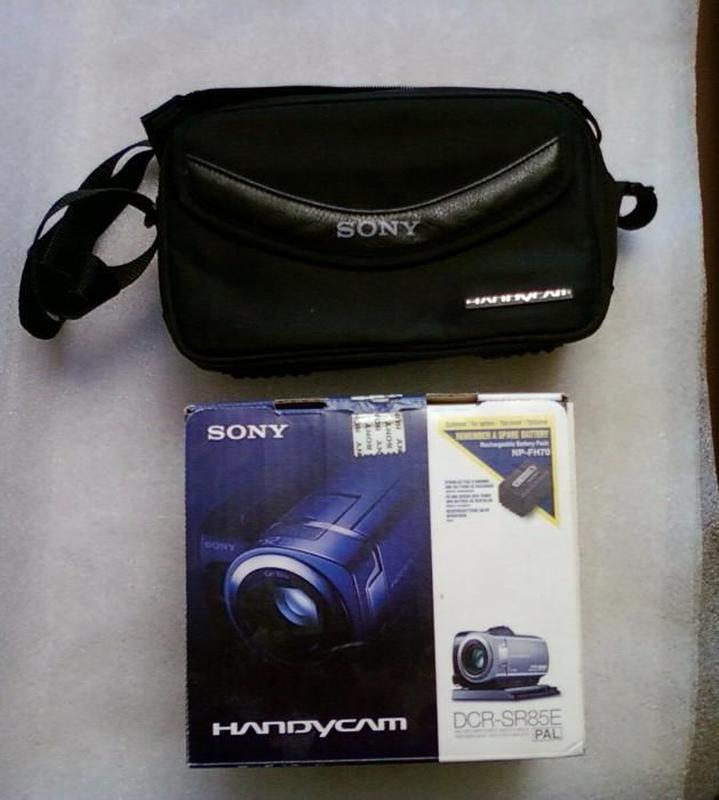 Отдаю свою видеокамеру Sony DCR-SR85E в отличном состоянии с сумк