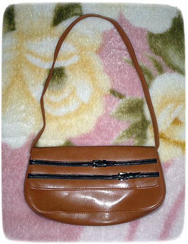 Женская сумка-клач.