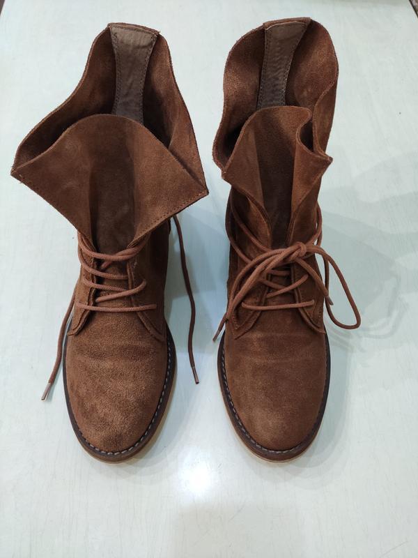 Демисезонные замшевые ботинки на шнуровке