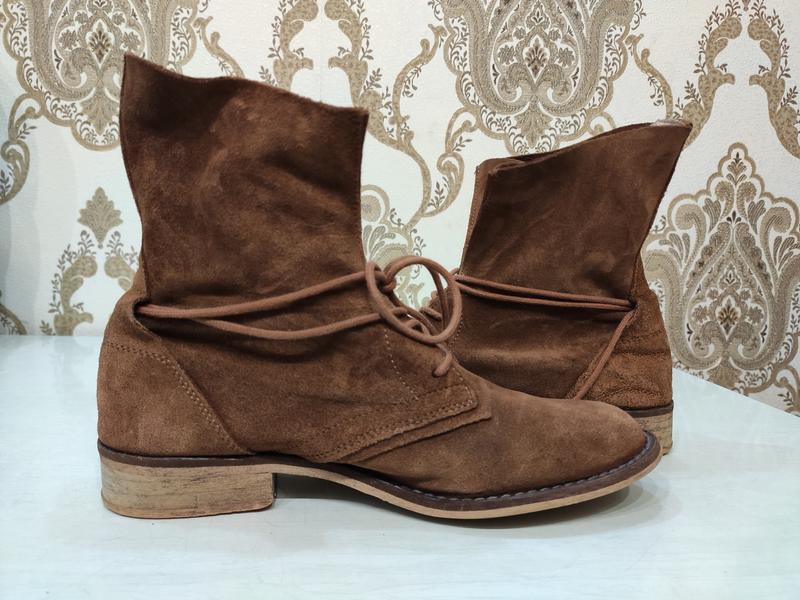 Демисезонные замшевые ботинки на шнуровке - Фото 4