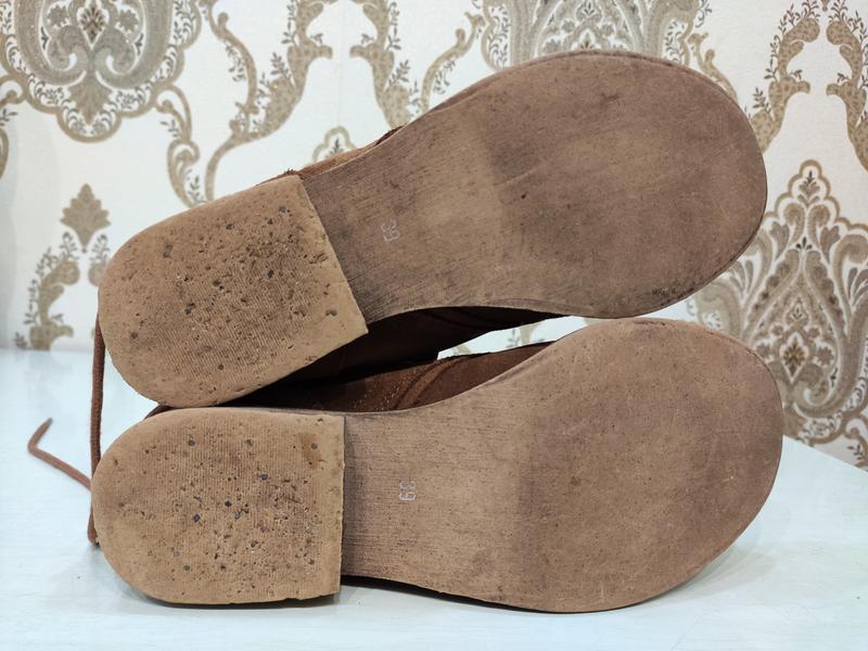 Демисезонные замшевые ботинки на шнуровке - Фото 8
