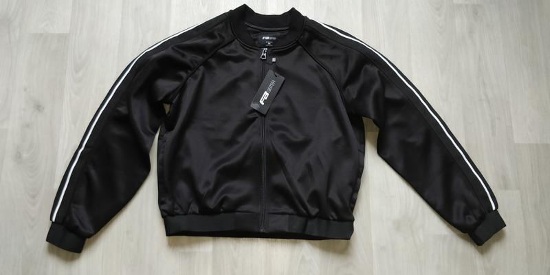 !продам новую женскую спортивную куртку кофту ветровку ( рукав...