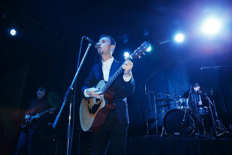 Уроки игры на гитаре, вокала Оболонь Киев или skype (гри на гітар