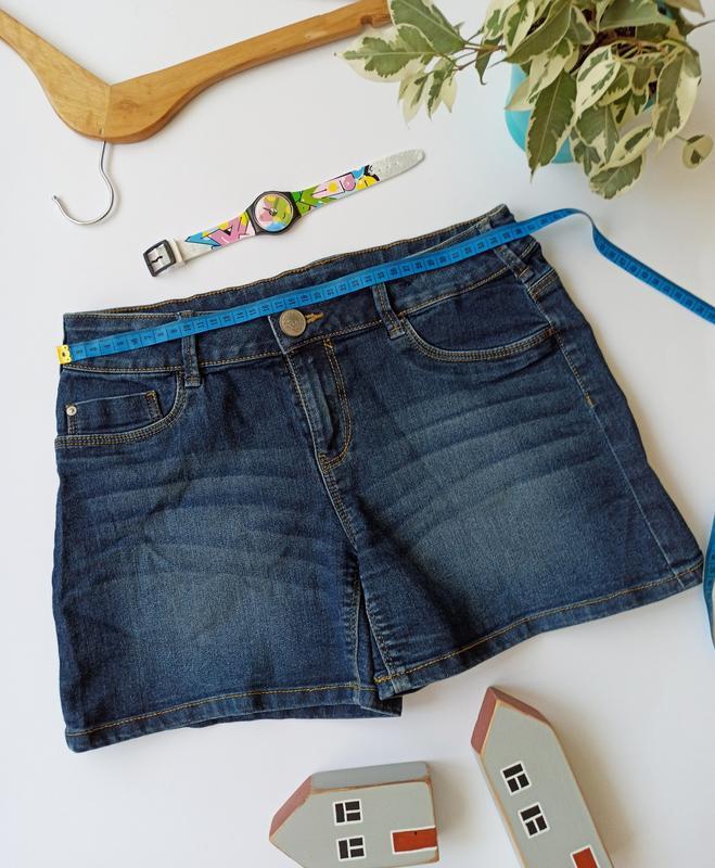 Темно-сині джинсові шорти. короткие джинсовые шорты