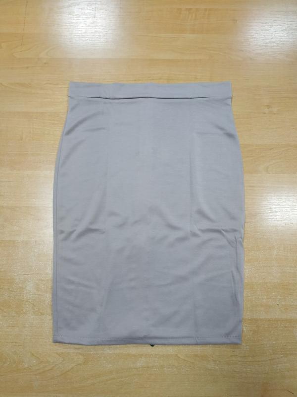 Бежевая юбка-карандаш с длинной золотистой молнией сзади - Фото 2