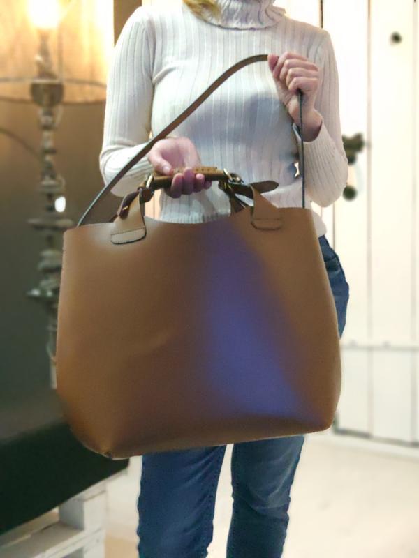 Zara 100% оригинальная кожаная сумка.