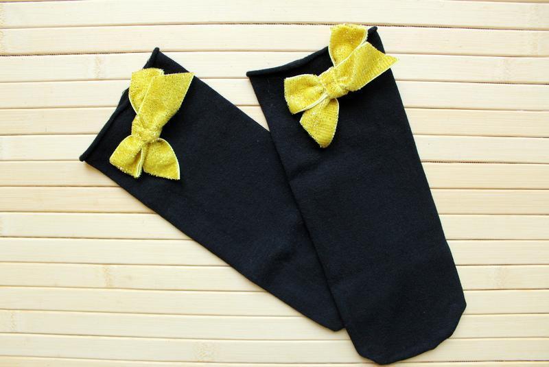 Суперстильные носочки от calzedonia c желтым бантом сзади