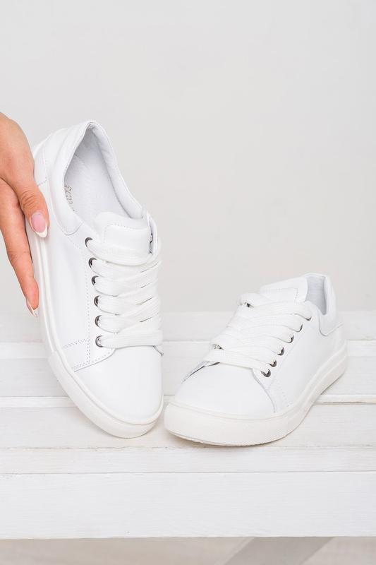 Стильные белые натуральные кожаные женские кеды