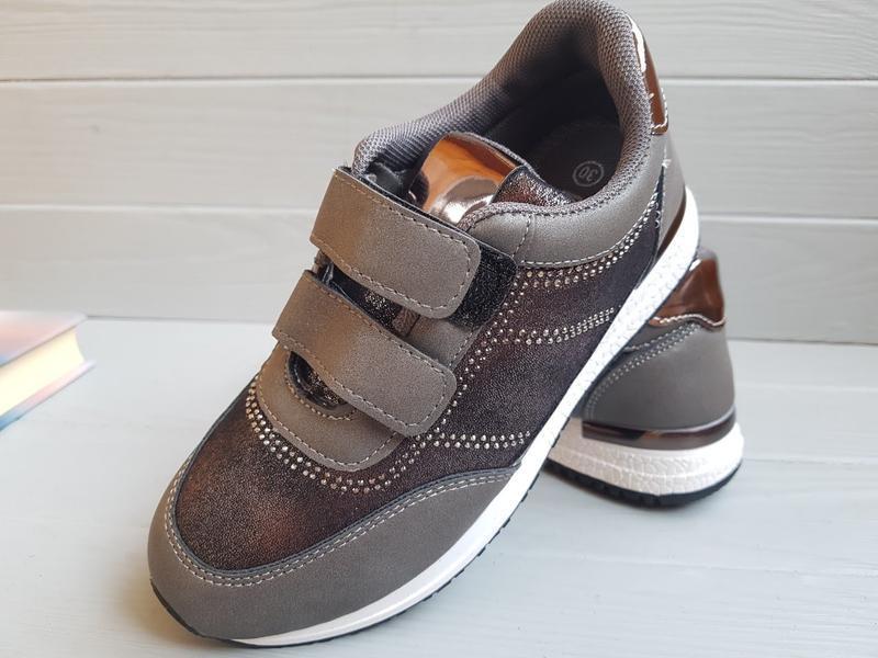 Кроссовки для девочек фирмы kimbo