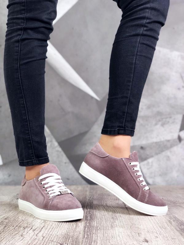 Базовые замшевые кроссовки кеды в стиле известного бренда
