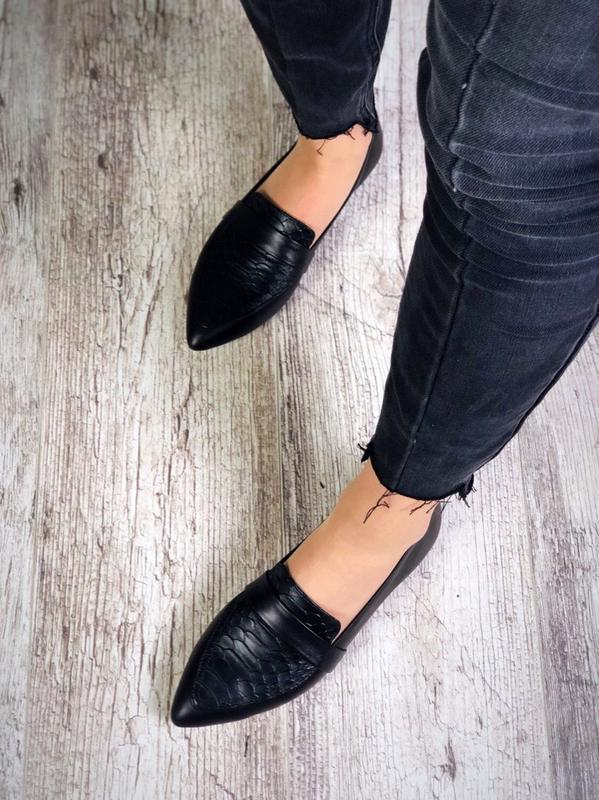 Кожаные туфли балетки лоферы с острым носком