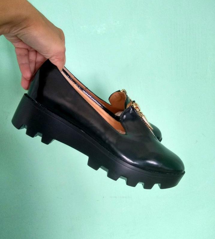 Лакові туфлі на тракторній підошві - Фото 2