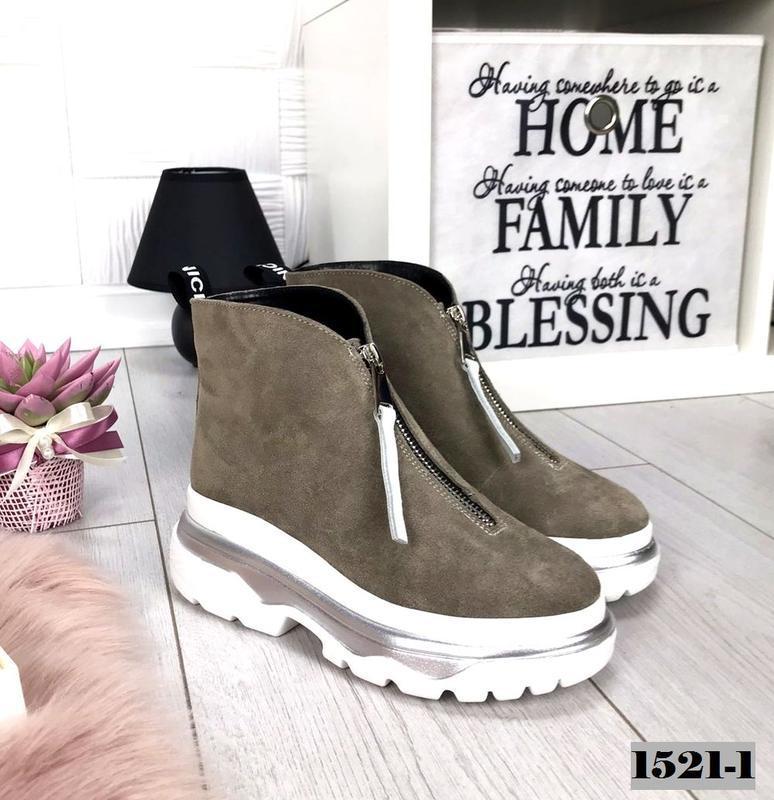 Крутые замшевые осенние демисезонные ботинки на массивной подошве