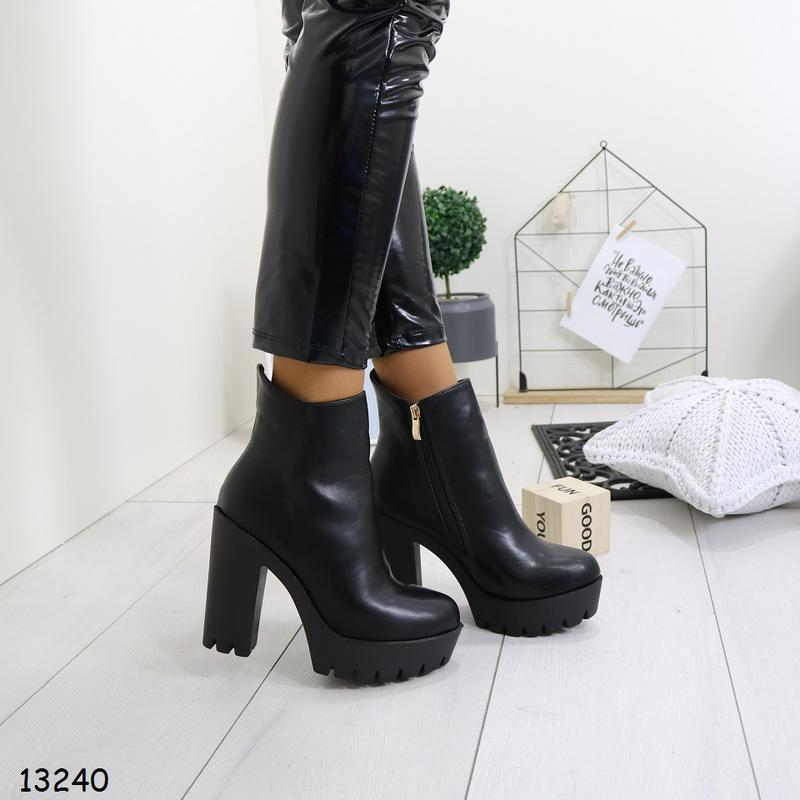 Женские весенние ботинки на высоком каблуке - Фото 3