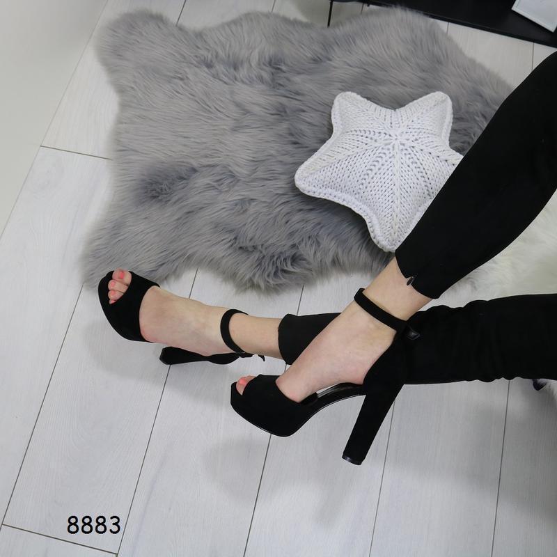 Женские босоножки на высоком каблуке - Фото 3