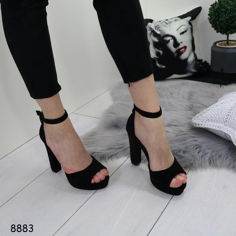 Женские босоножки на высоком каблуке - Фото 4