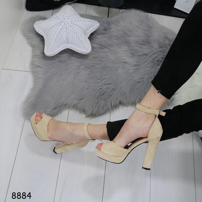 Женские босоножки на высоком каблуке - Фото 2