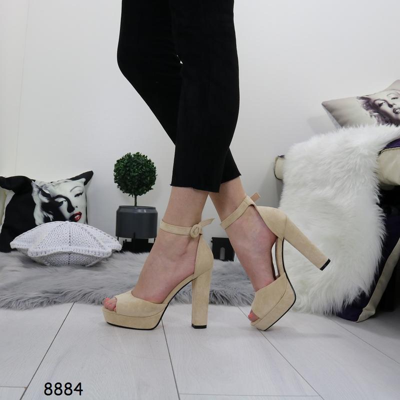 Женские босоножки на высоком каблуке - Фото 5