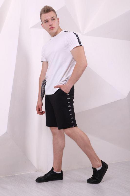Шорты мужские Adidas чёрные с чёрно-белыми лампасами