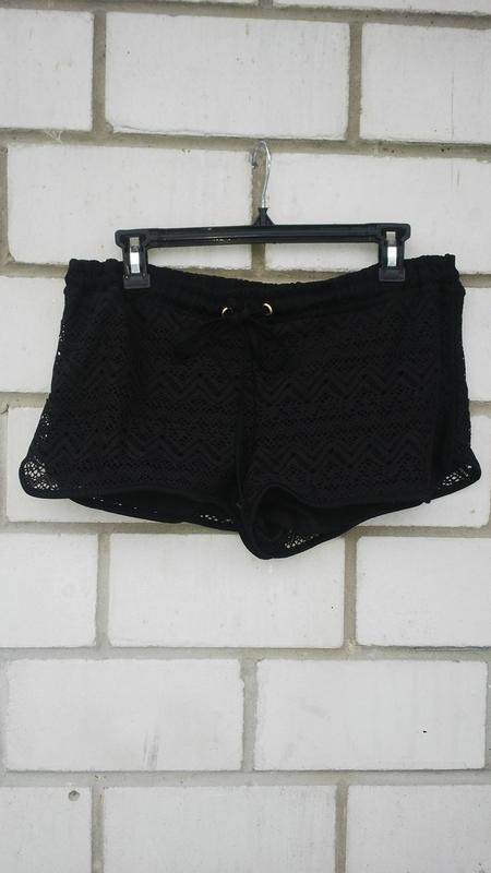 Черные ,кружевные шорты на подкладке