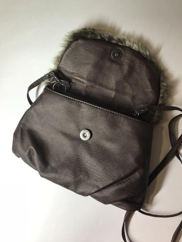 Маленькая,коричневая сумка,кроссбоди с отделкой из меха - Фото 5