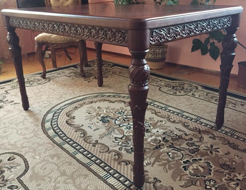 Різьблений стіл / Резной стол