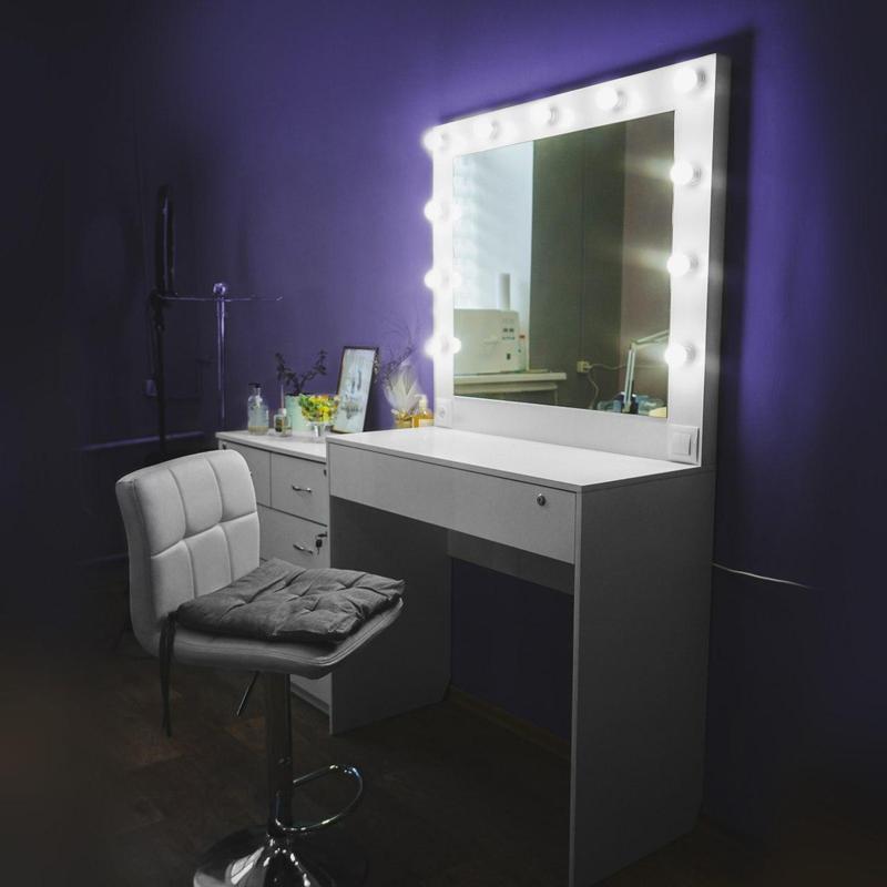 Туалетный стол/ стол визажиста для салонов красоты